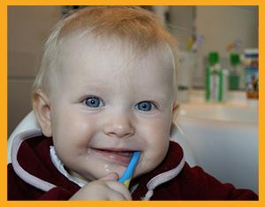kleinkind gelbe zähne